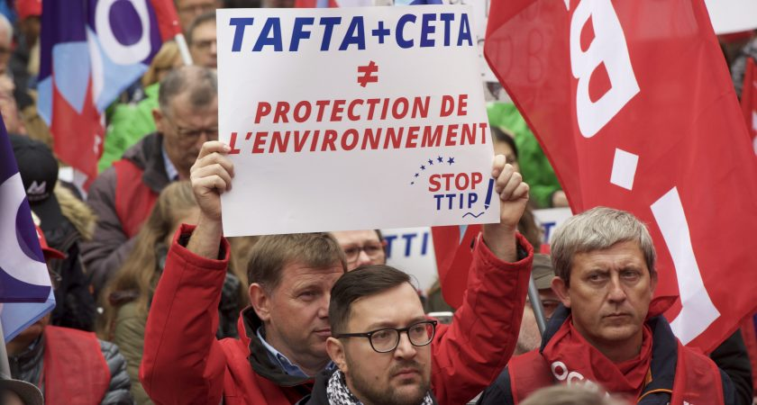 Manif anti-CETA à Luxembourg, le 8 octobre. (photo LQ)