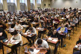 Avec le week-end qui précède la session d'examens, les élèves auront quatre jours pour finaliser la révision de leurs cours. (illustration Fabrizio Pizzolante)
