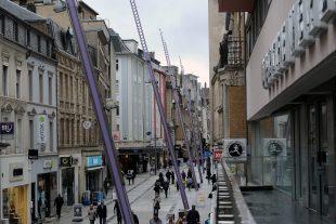 Les boutiques de la rue de l'Alzette seront ouvertes ce dimanche. (illustration Isabella Finzi)