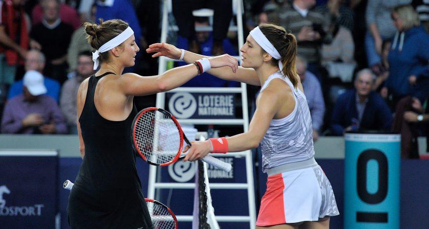 Mandy Minella et Andrea Petkovic sont tombées dans les bras l'une de l'autre. (Photo : Julien Garroy)