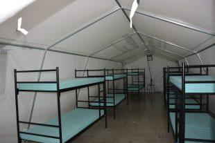 Les lits de camp ont été remplacés par des lits superposés et la capacité maximale d'accueil du hall 6 de Luxexpo est passé de 360 à 432 places. (photos Le Quotidien/Editpress)