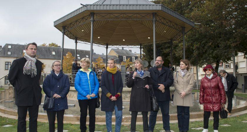 Les élus ont inauguré la nouvelle place, dimanche. (photo Charles Soubry / Ville de Luxembourg)