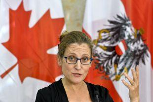 """Chrystia Freeland """"a quitté les négociations avec les Wallons et revient au Canada"""", a déclaré son porte-parole. (photo AFP)"""