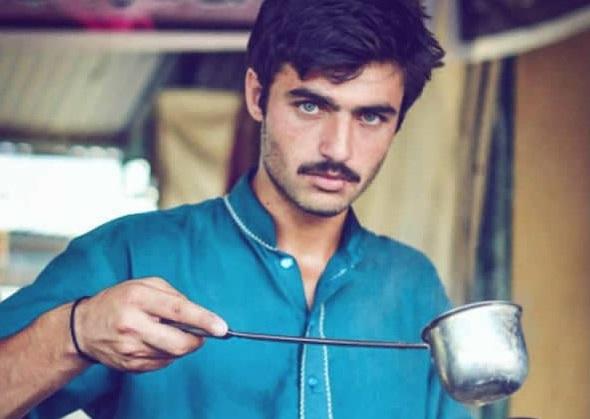 Depuis la publication de cette photo, l'échoppe d'Arshad Khan dans un marché de la périphérie d'Islamabad est prise d'assaut par les curieux. (photo DR)