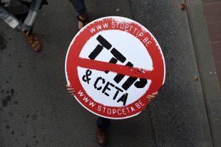 """""""Nous sommes reconnaissants envers les Wallons"""", clament les membres de la coalition TTIPalarm. (illustration AFP)"""