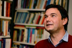 """Aux yeux de Thomas Piketty, la solution se trouve dans la """"gauche dite radicale"""", expression qui regroupe dans sa bouche le parti grec Syriza, l'espagnol Podemos ou encore Bernie Sanders. (photo AFP)"""