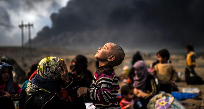 Des familles déplacées près de Mossoul, ce lundi. (photo AFP)