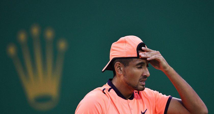 """Pour son """"comportement anti-sportif"""", Nick Kyrgios sera éloigné des courts pendant au minimum trois semaines, à condition d'entamer un travail psychologique. (photo AFP)"""