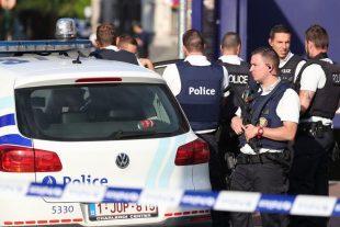 """""""A l'ouverture du magasin, trois hommes cagoulés ont agressé le personnel à l'arme lourde"""", a indiqué le commissaire de la police locale. (illustration AFP)"""