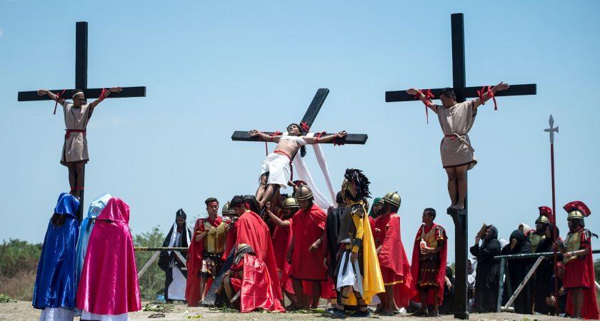 """Résultat de recherche d'images pour """"Aux Philippines le Vendredi Saint est célébré avec de sanglants crucifiements"""""""