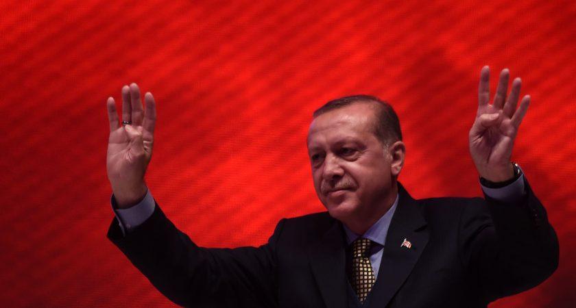 Des observateurs étrangers déplorent des conditions inéquitables — Référendum en Turquie