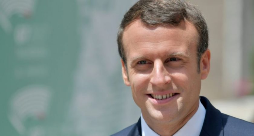 Macron reçoit Poutine à Versailles et parle d'un