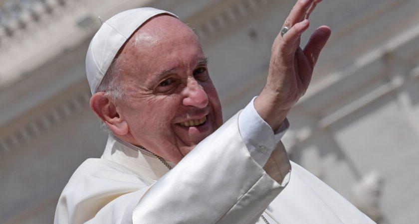 Le pape accueilli par 500 000 pèlerins à Fatima — Portugal