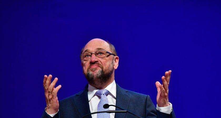 Allemagne: Schulz met en garde Merkel contre