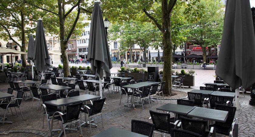 Luxembourg refoul d 39 un restaurant il fracasse la vitrine for Chaise qui vole