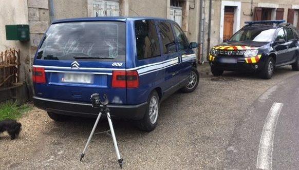 Gard : il transforme sa voiture en véhicule de gendarme