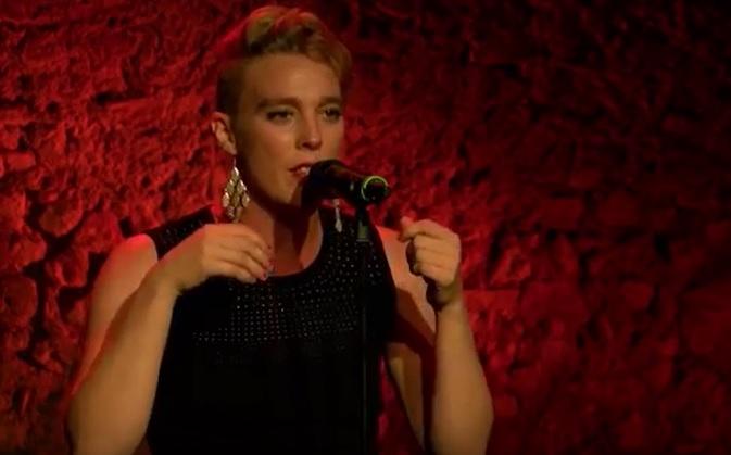 Une chanteuse meurt sur scène en plein concert. Photo