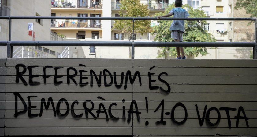 Des milliers de catalans devant les bureaux de vote pour le