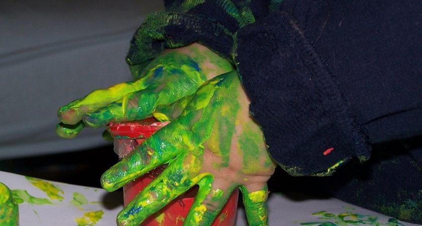 Elles contiennent de nombreuses substances toxiques — Peintures pour enfants