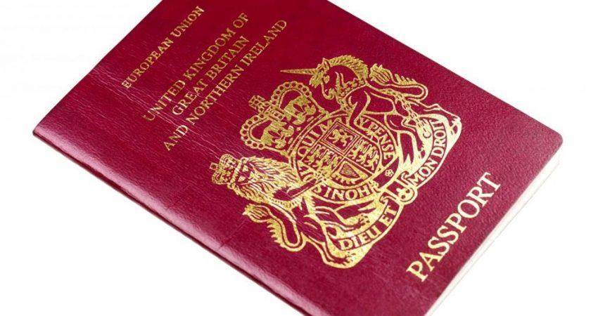 a6784f313092 L actuel passeport britannique est rouge... mais plus pour longtemps (photo