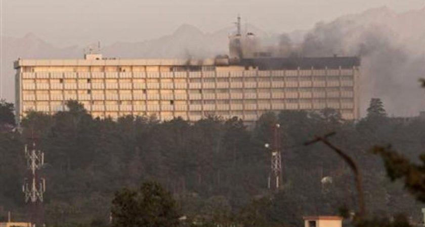Des hommes armés tirent sur les clients de l'hôtel