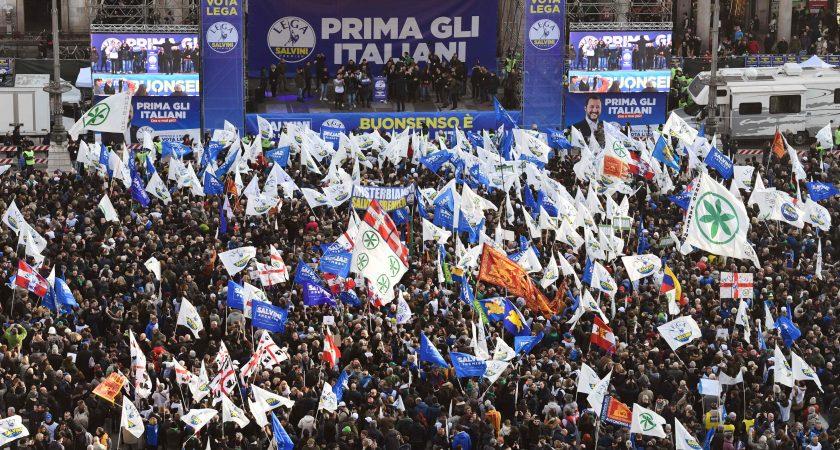 L'extrême droite et les antifascistes en démonstration de force — Italie