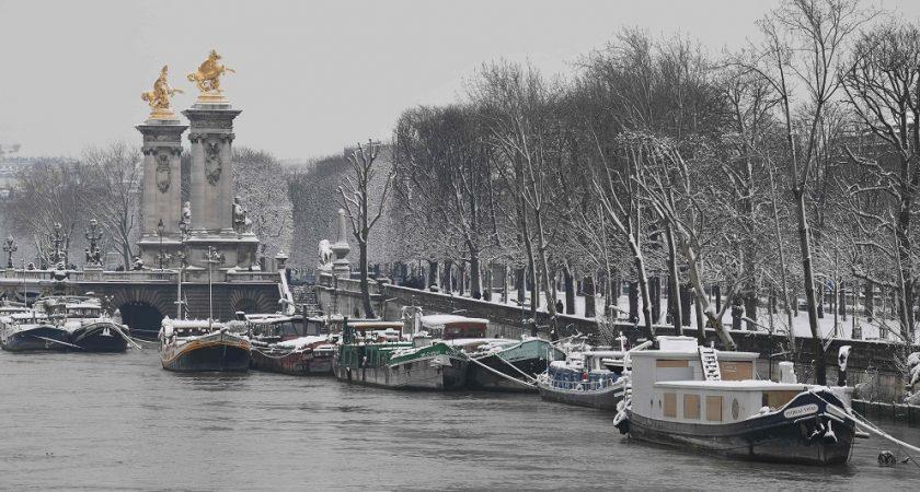 Une péniche historique a coulé dans la Seine — Décrue