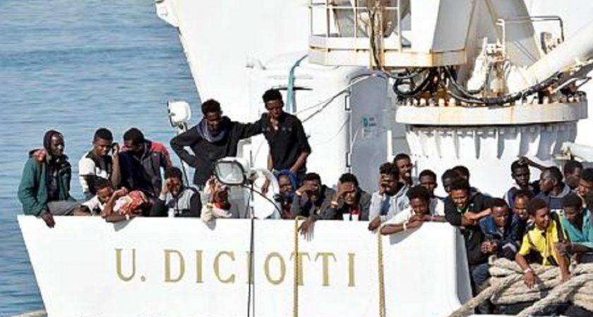 """Résultat de recherche d'images pour """"image du navire diciotti"""""""